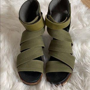 Sorel sandals 7